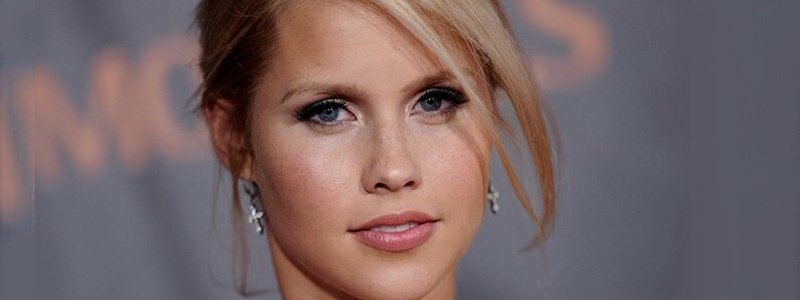 Is Claire Holt Supergirl?
